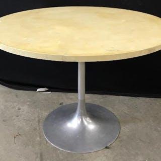Vintage Eero Saarinen Style Tulip Table