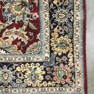 Handmade Floral Detailed Wool Rug