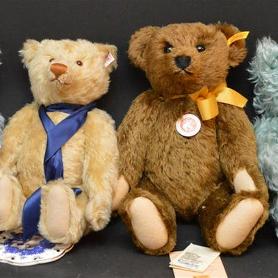 "4 Steiff ""Growler"" bears all with tags, (2) blue"