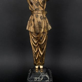 ANTIQUE CHIPARUS PAJAMA GIRL ( Circa 1925 )