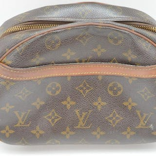 Vintage Louis Vuitton hand bag, zippered with 1 outside