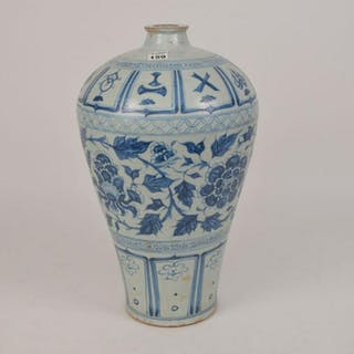 CHINESE QING DYNASTY BLUE & WHITE VASE.  Condition: no