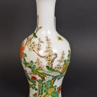 CHINESE FAMILLE ROSE PORCELAIN VASE with six character