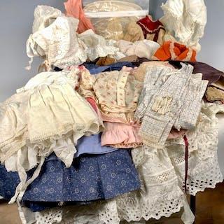 7e18836cf5e0 Vintage clothes – Auction – All auctions on Barnebys.com