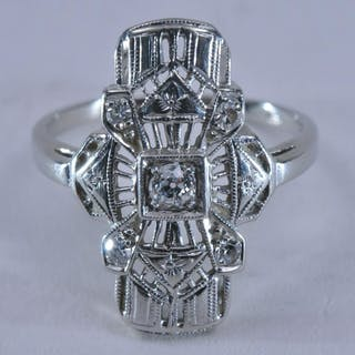 18k white gold and diamond ring. Art deco style, with