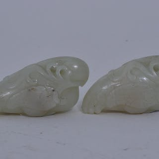 Pair of jade parrots. China. 19th/20th C. Ice green