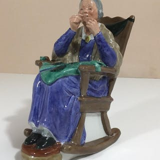 ROYAL DOULTON FIGURINE HN2352 A STITCH IN TIME