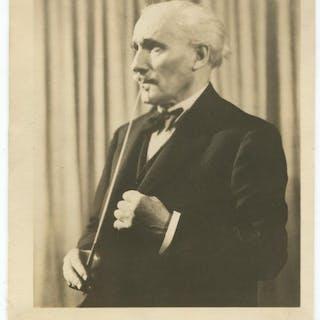 Arturo Toscanini Signed Photograph   Autographs,Ephemera