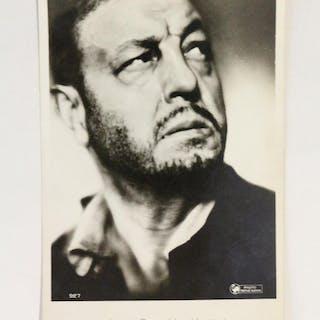 Carte postale photographique signée d'Harry Baur...