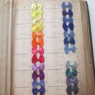 Färbungen auf Kunstseidenstrang. (Viskosekunstseide - Agfa). Farben - Varia
