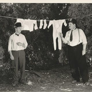 LAUREL AND HARDY / ONE GOOD TURN (1931)