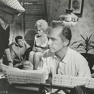 BILLY WILDER with DEAN MARTIN, KIM NOVAK, RAY WALSTON / KISS ME STUPID (1964)