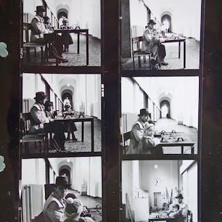 Vier Bögen mit Kontaktabzügen mit Fotos von Joseph Beuys. Brigitte Hellgoth