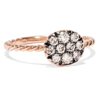 Moderner Ring aus Gold mit champagnerfarbenen Diamanten, Italien 2018