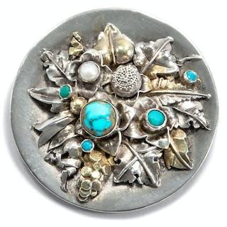 Granulierte Brosche mit Türkisen und Perle von Johann Michael Wilm