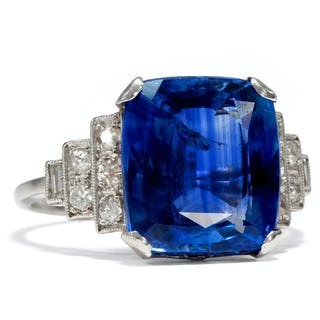 Ein natürlicher 8,20 ct Saphir in einem Platin- & Diamant-Ring des