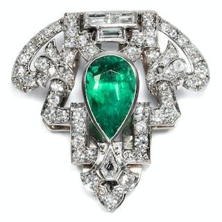 Glamouröser Art Déco Clip mit Smaragd & Diamanten in Platin, um 1930