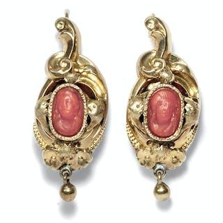 Antike Ohrringe in Schaumgold mit Korallengemme, Biedermeier um 1845