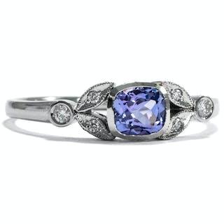 Verlobungsring mit Tansanit und Diamanten in Platin aus unserer Werkstatt