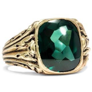 Ungetragener antiker Ring aus vergoldetem Silber mit grünem Schmuckstein
