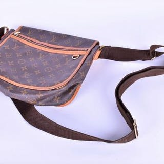 A Louis Vuitton musette cross body bag designed with monogram throughout