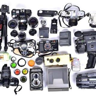 A large quantity of late 20th century photography equipment to include