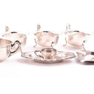 A pair of George VI small silver sauce boats Sheffield 1948, by Viners