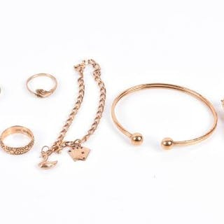 A group of yellow gold and yellow metal jewellery including an 18ct