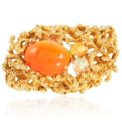 A VINTAGE FIRE OPAL AND OPAL COCKTAIL RING in high carat yellow gold