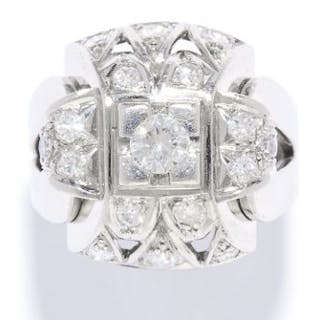 VINTAGE DIAMOND COCKTAIL RING in white gold or platinum, set with