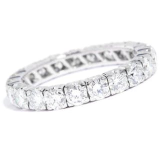 2.00 CARAT DIAMOND ETERNITY RING in 18ct white gold, set with round