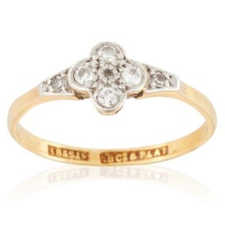 A DIAMOND DRESS RING in 18ct yellow gold, set with seven round cut
