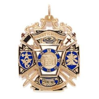 ENAMEL MASONIC PENDANT in yellow gold, decorated with Masonic symbols