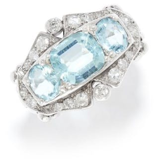 AQUAMARINE AND DIAMOND RING in platinum or white gold, set with a