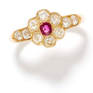 ANTIQUE RUBY AND DIAMOND RING in 18ct yellow gold, comprising of a