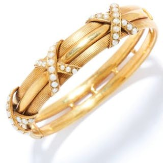 ANTIQUE SEED PEARL BANGLE in yellow gold, set with seed pearls in