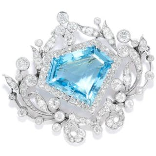 ANTIQUE AQUAMARINE AND DIAMOND BROOCH in white gold or platinum, in