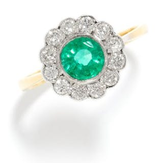 EMERALD AND DIAMOND CLUSTER RING in high carat yellow and white gold