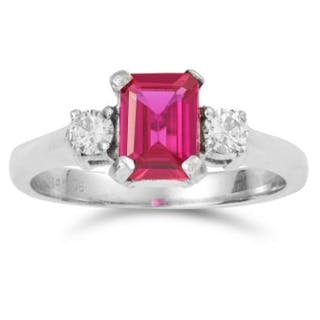 SYNTHETIC RUBY AND DIAMOND RING in 14ct white gold, set with an emerald
