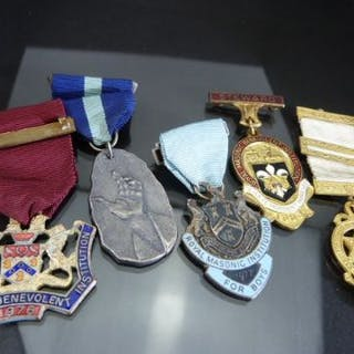 Five Royal Masonic medals with clasps and ribbons – Current sales