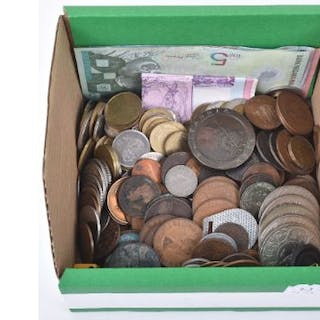 A mixed lot of British and world coins and banknotes