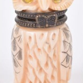 ^A 19th century Japanese carved ivory Okimono of an owl snuff bottle