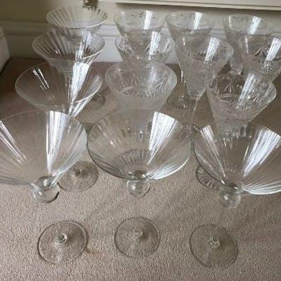 Fourteen good quality glasses including set of 8 cut glass.