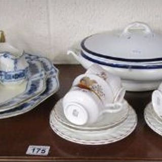 Collectables to include blue & white meat plates