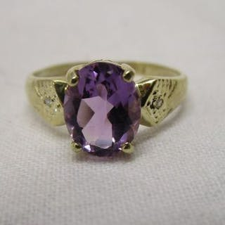 Gold oval natural amethyst & diamond ring