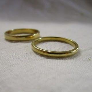 2 18ct gold wedding rings