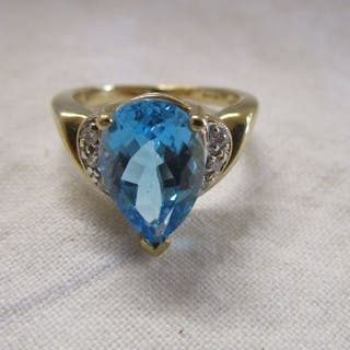 Gold blue topaz & diamond set ring