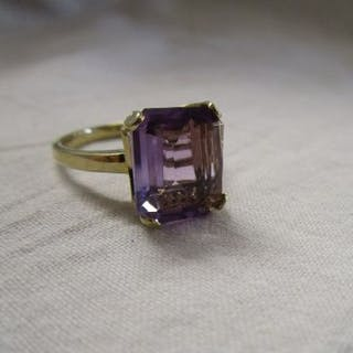 Gold amethyst and diamond set ring