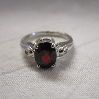 White gold garnet set ring
