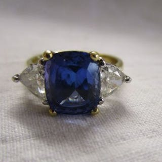 Fine 18ct gold tanzanite ring with large trilliant cut diamonds (3/4